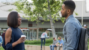 Molly showing some skin -- even Lawrence (Jay Ellis) has stepped up his fashion game this season